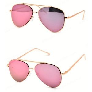 Accessories - NWT pink mirrored sunglasses 😎 adults cool 😎